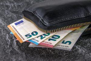 Geldbörse mit Scheinen